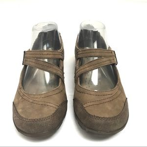 EUC Earth Origins Rory Tan Suede Mary Jane Flats